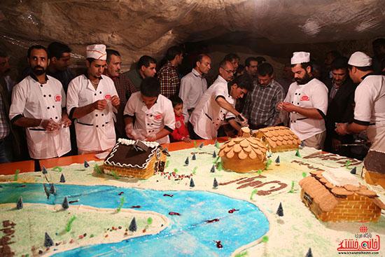 پخت کیک ۵۰۰ کیلویی در ۳۰ ساعت ویژه جشن ولایت روستای اودرج رفسنجان