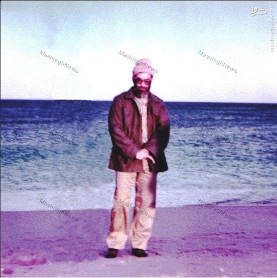 تصویری کمتر دیدهشده از رهبر انقلاب در ساحل دریا...