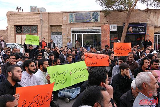 تجمع اعتراض آمیز مردم رفسنجان در هتک حرمت مقدسات شیعیان توسط بهائیان + تصاویر