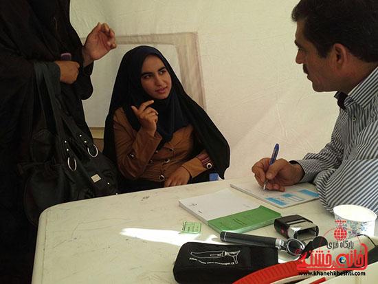 ویزیت رایگان بسیج جامعه پزشکی رفسنجان در فهرج (1)