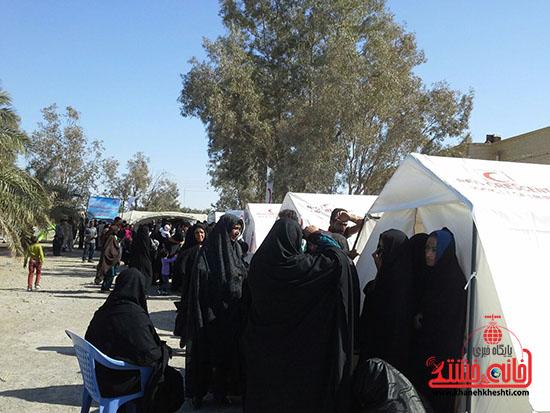 ویزیت رایگان بسیج جامعه پزشکی رفسنجان در فهرج (11)