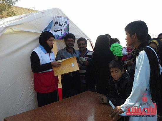 ویزیت رایگان بسیج جامعه پزشکی رفسنجان در فهرج (2)