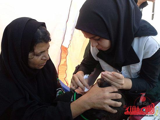 ویزیت رایگان بسیج جامعه پزشکی رفسنجان در فهرج (3)