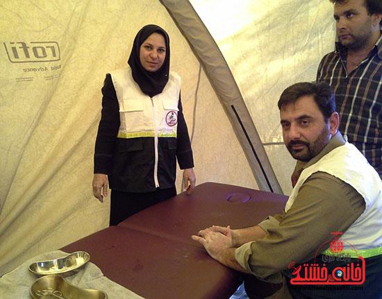 ویزیت رایگان بسیج جامعه پزشکی رفسنجان در فهرج (4)