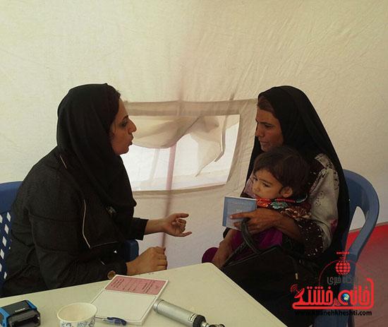 ویزیت رایگان بسیج جامعه پزشکی رفسنجان در فهرج (5)