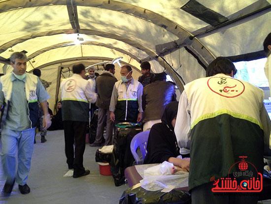 ویزیت رایگان بسیج جامعه پزشکی رفسنجان در فهرج (6)