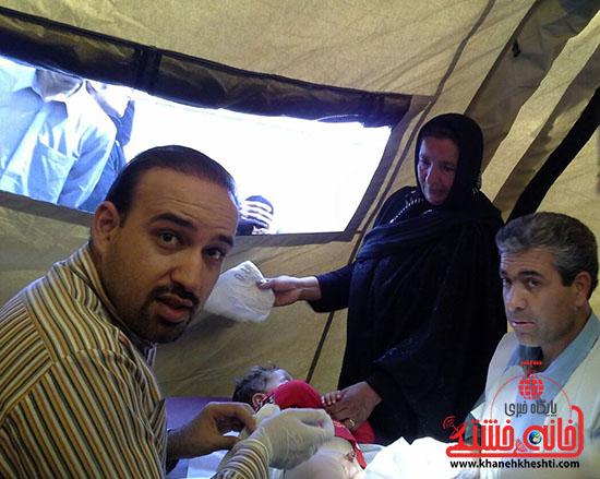ویزیت رایگان تیم جامعه پزشکی رفسنجان در فهرج (12)