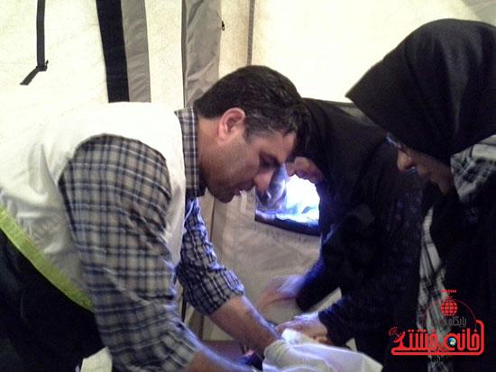ویزیت رایگان تیم جامعه پزشکی رفسنجان در فهرج (3)