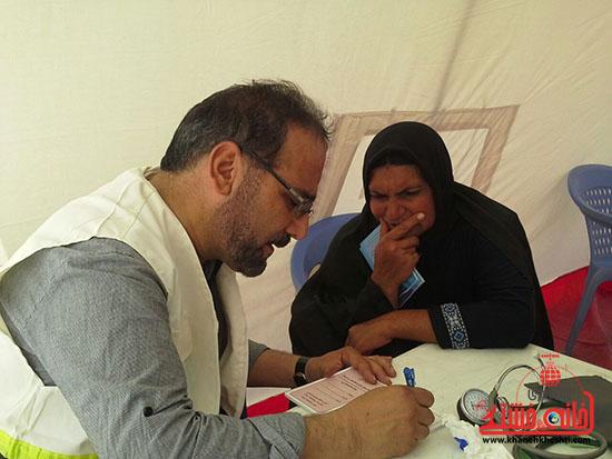 ویزیت رایگان تیم بسیج جامعه پزشکی رفسنجان در منطقه محروم فهرج + عکس