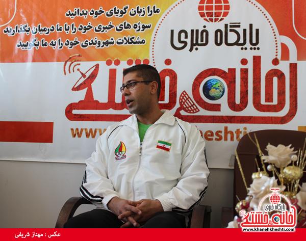 مهردادمحمدخانی قهرمان آسیایی پرس سینه در دفتر سایت خانه خشتی2