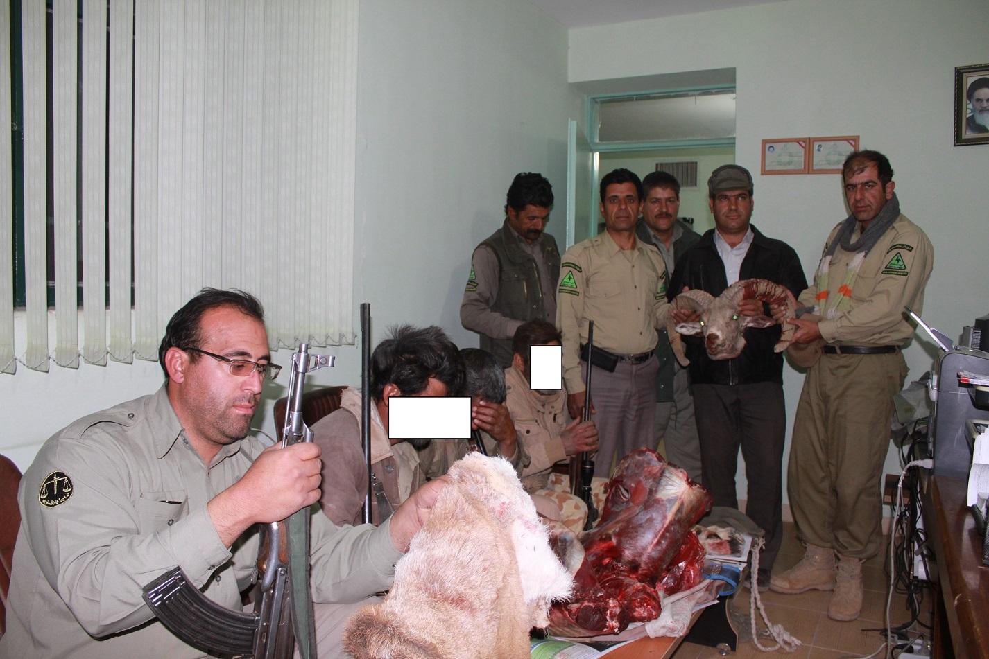 شکارچیان غیرمجاز در منصور آباد رفسنجان دستگیر شدند + عکس