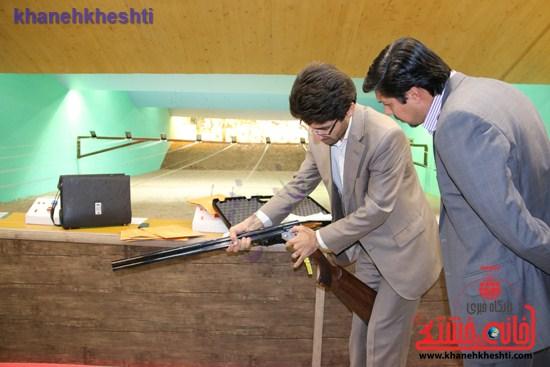 اولین بخش از محموله سلاح ورزشی اهداف پروازی ترخیص شده از فدراسیون تیراندازی در کشور وارد رفسنجان شد+عکس
