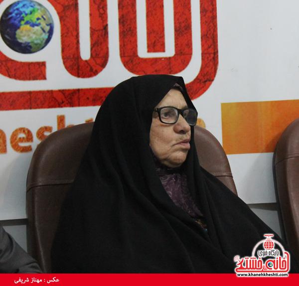 پدر و مادر شهید قطب الدینی در دفتر پایگاه اطلاع رسانی خانه خشتی رفسنجان