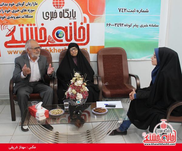 پدر و مادر شهید قطب الدینی در دفتر پایگاه اطلاع رسانی خانه خشتی رفسنجان10