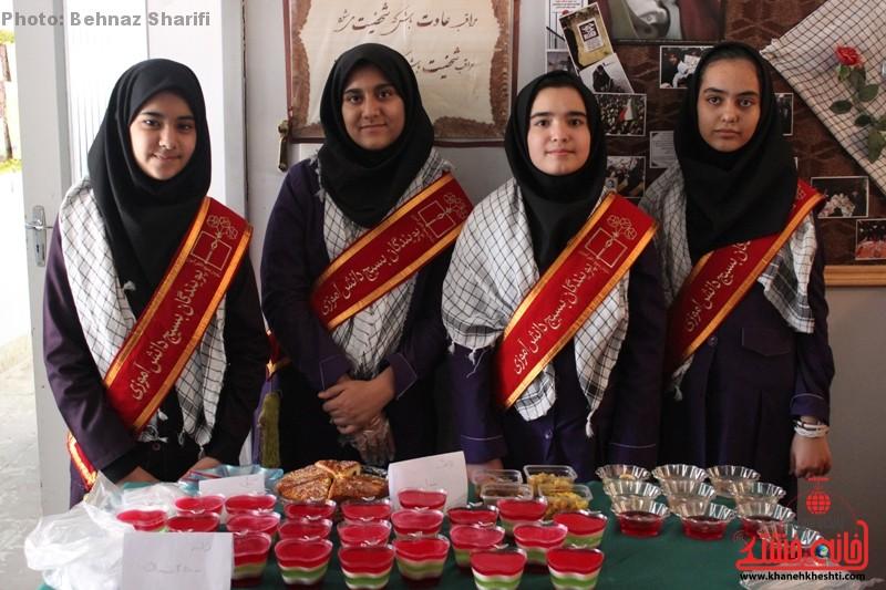 بازارچه خیریه دانش آموزی غیردولتی تزکیه رفسنجان_خانه خشتی (۱۷)