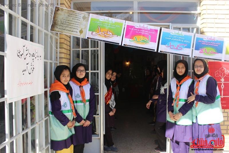 تصاویر/ بازارچه خیریه دانش آموزی در مدرسه غیر دولتی تزکیه رفسنجان