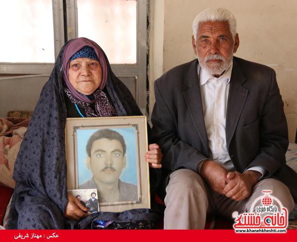 دیدار با خانواده شهدای روستای قاسم آباد رفسنجان(خانه خشتی)۳۲