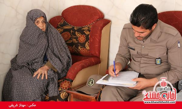 دیدار با خانواده شهدای روستای قاسم آباد رفسنجان(خانه خشتی)۵