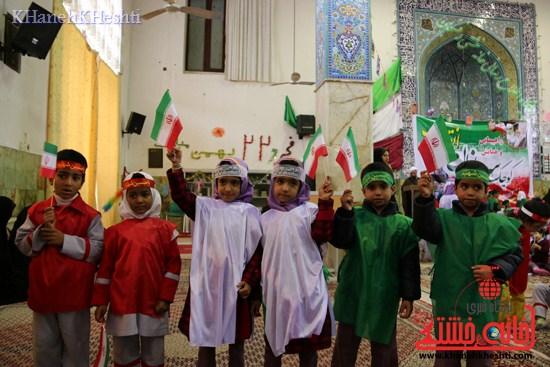 راهپیمایی سربازان کوچک انقلاب اسلامی در رفسنجان دهه فجر۹۳ (۲۰)