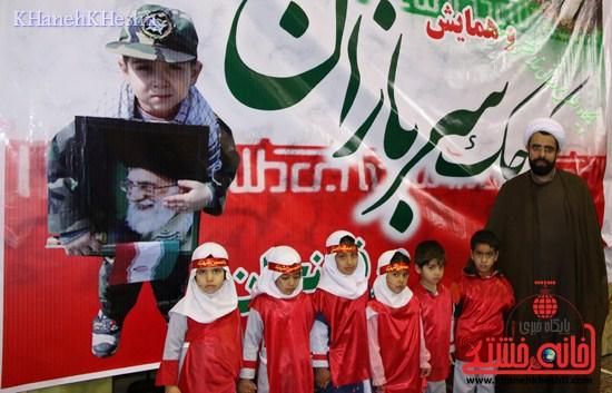 راهپیمایی سربازان کوچک انقلاب اسلامی در رفسنجان دهه فجر۹۳ (۲۴)