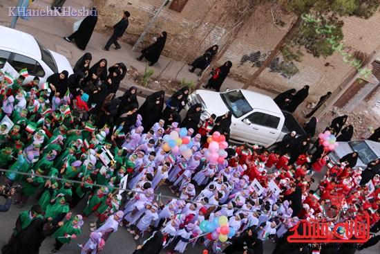 راهپیمایی سربازان کوچک انقلاب اسلامی در رفسنجان دهه فجر۹۳ (۳)