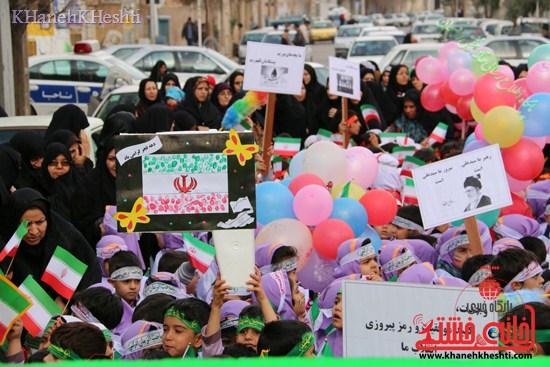 راهپیمایی سربازان کوچک انقلاب اسلامی در رفسنجان دهه فجر۹۳ (۵)
