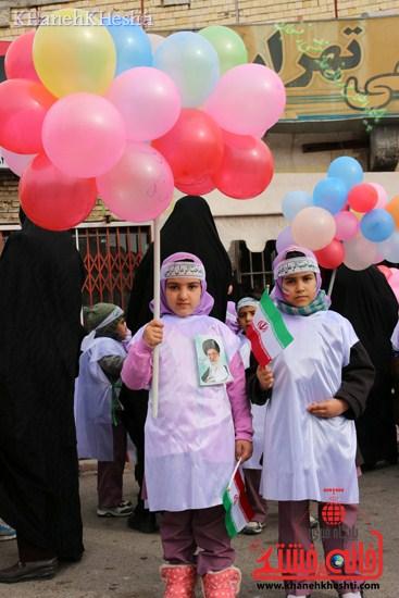 راهپیمایی سربازان کوچک انقلاب اسلامی در رفسنجان دهه فجر۹۳ (۹)