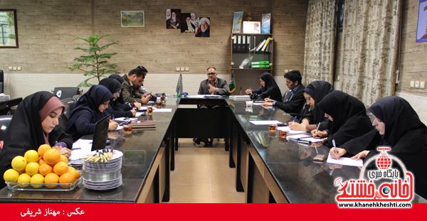 نشست مطبوعاتی خبرنگاران با رئیس منابع طبیعی رفسنجان-خانه خشتی
