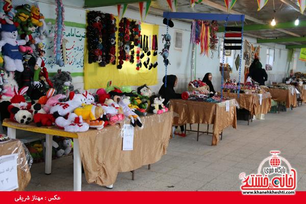 نمایشگاه صنایع دستی در رفسنجان-خانه خشتی