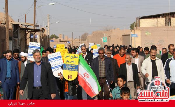 اهالی روستای قاسم آباد رفسنجان در پیاده روی خانوادگی انقلاب شرکت کردند+عکس