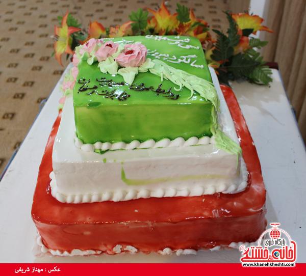 کیک تولد انقلاب در رفسنجان(خانه خشتی)
