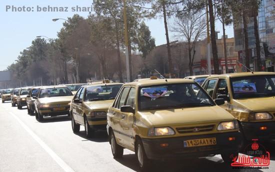 رژه ۱۲۰ تاکسی شهری در رفسنجان به مناسبت ورود امام خمینی (ره) به میهن اسلامی + عکس