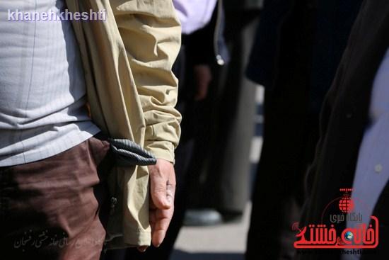 فرهنگیان رفسنجانی در اعتراض به وضعیت معیشتی خود مقابل فرمانداری تجمع کردند (۳)