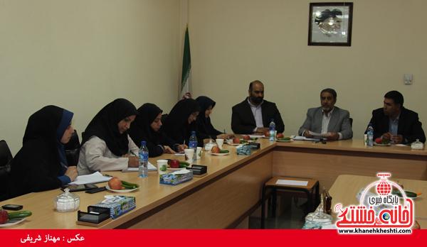 نشست مطبوعاتی شهردار رفسنجان با اصحاب رسانه-خانه خشتی (۱)