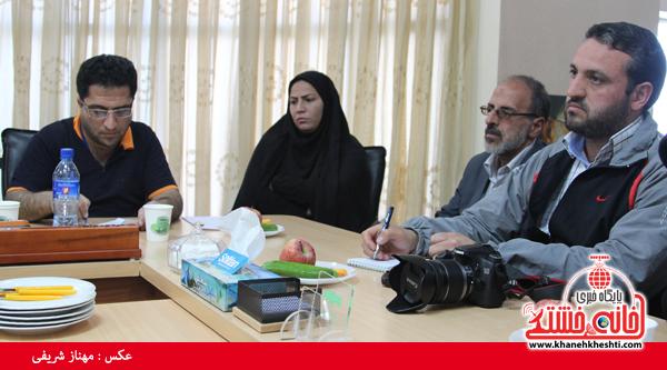 نشست مطبوعاتی شهردار رفسنجان با اصحاب رسانه-خانه خشتی (۴)