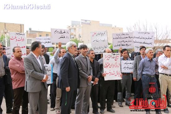 اعتراض فرهنگیان مقابل اداره آموزش و پرورش رفسنجان + عکس و بیانیه