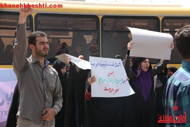 اعتراض مردم رفسنجان به توافق به هر قیمتی_خانه خشتی (۱۶)