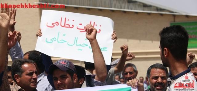 اعتراض مردم رفسنجان به توافق به هر قیمتی_خانه خشتی (۳)