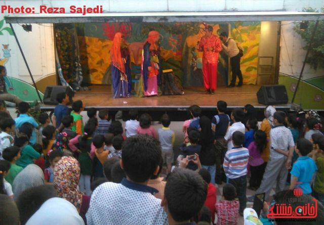 تصاویر حضور تریلی سیار تئاتر در بوستان جوان رفسنجان