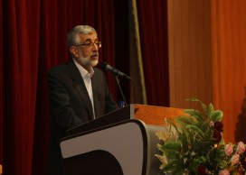 مذاکره با آمریکا از نظر ملت انقلابی ایران افتخار نیست / وظیفه امروز ما حرکت پشت سر رهبری است / پیروی ما از رهبری کورکورانه نیست