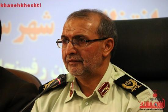 با اراده در مقابل تحریم ها و مشکلات اقتصادی بایستیم/ ارتقای توان نیروی انتظامی در دستور کار قرار گیرد