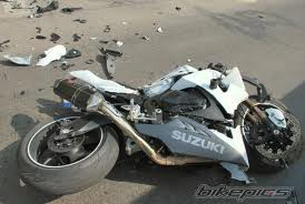 بی تدبیری مسئولین و بی احتیاطی موتورسوار او را به کما برد