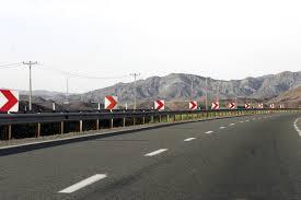 اجرای عملیات درزه گیری آسفالت با قیر پلیمری در محور رفسنجان –کرمان