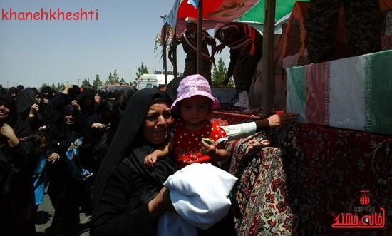 استقبال مردم بخش فردوس از شهدای غواص-خانه خشتی (۸)