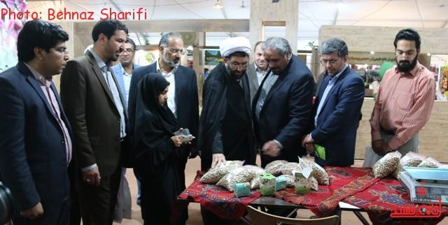 تصاویر بازدید مسئولین از غرفه های فرهنگی رفسنجان در سایت نمایشگاهی برج میلاد