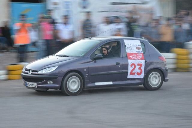 کلاس های آموزشی اتومبیلرانی اسلالوم در رفسنجان برگزار می شود