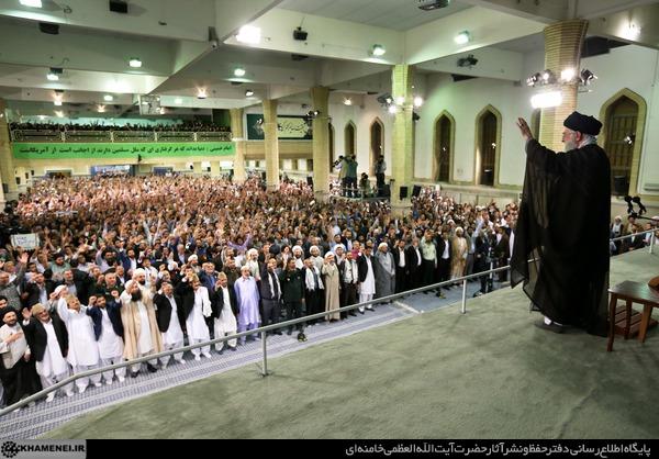 هزاران نفر از اقشار مختلف مردم با رهبر انقلاب دیدار کردند