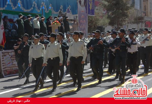 دوربین خانه خشتی در مراسم رژه نیروهای مسلح رفسنجان/۱