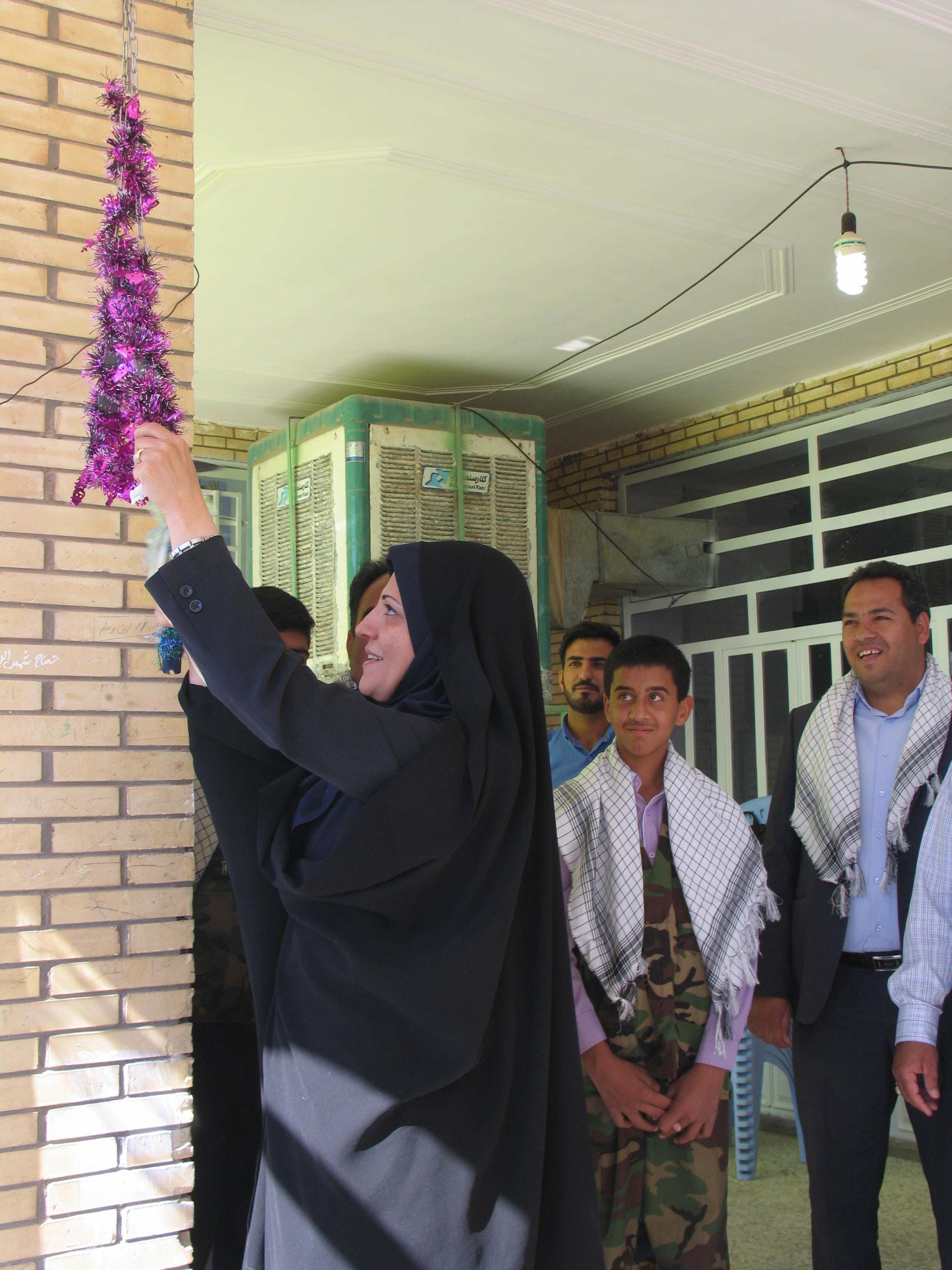 زنگ مهر در شهر بهرمان نواخته شد / عکس
