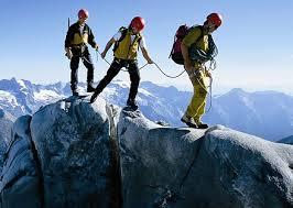 کوهنورد رفسنجانی به قله نوشاخ افغانستان و تاجیکستان صعود کرد